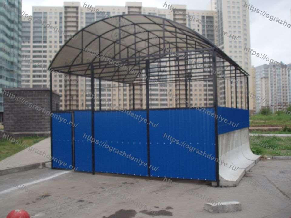 Высокая контейнерная площадка на бетонных основаниях