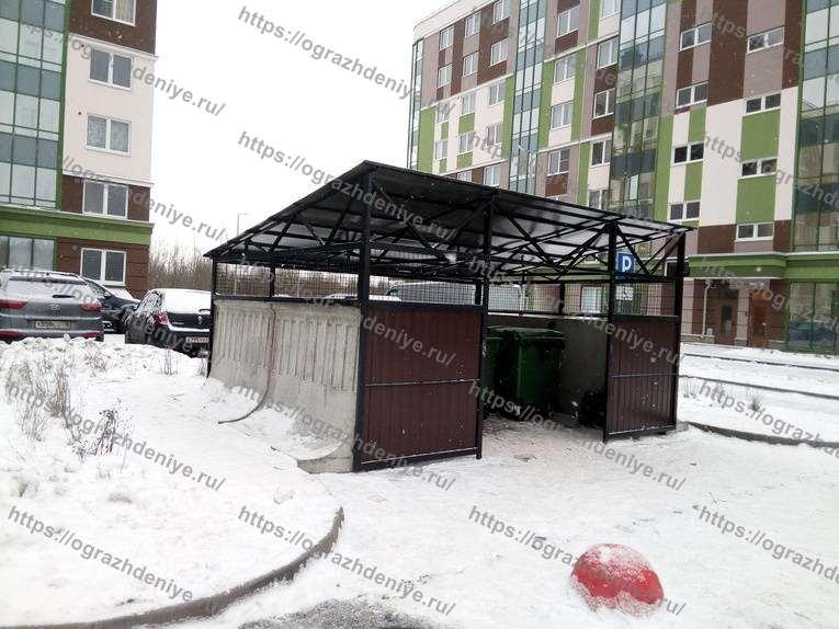 Низкий павильон на бетонных плитах для евроконтейнеров